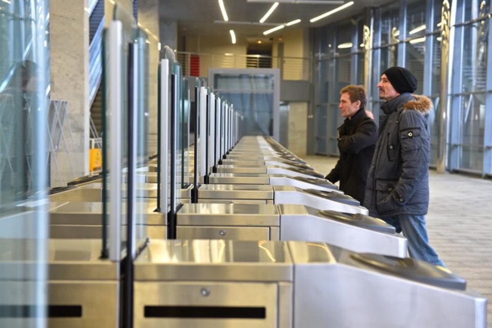 Оплачивать проезд на Московском центральном кольце можно будет банковской картой